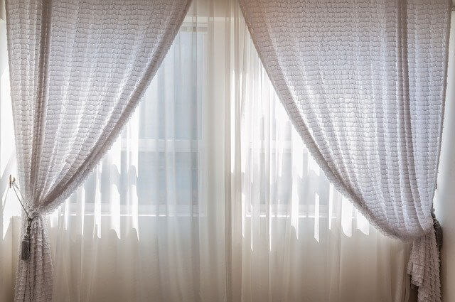 Hanging curtains without drilling
